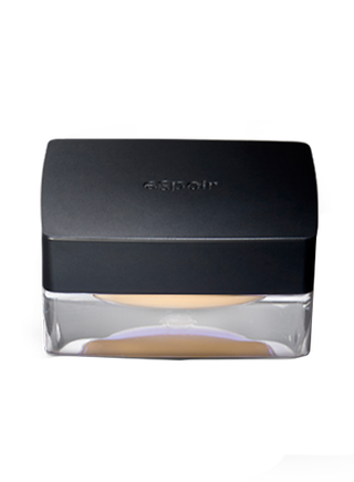 TAPING CONCEALER COVER UP